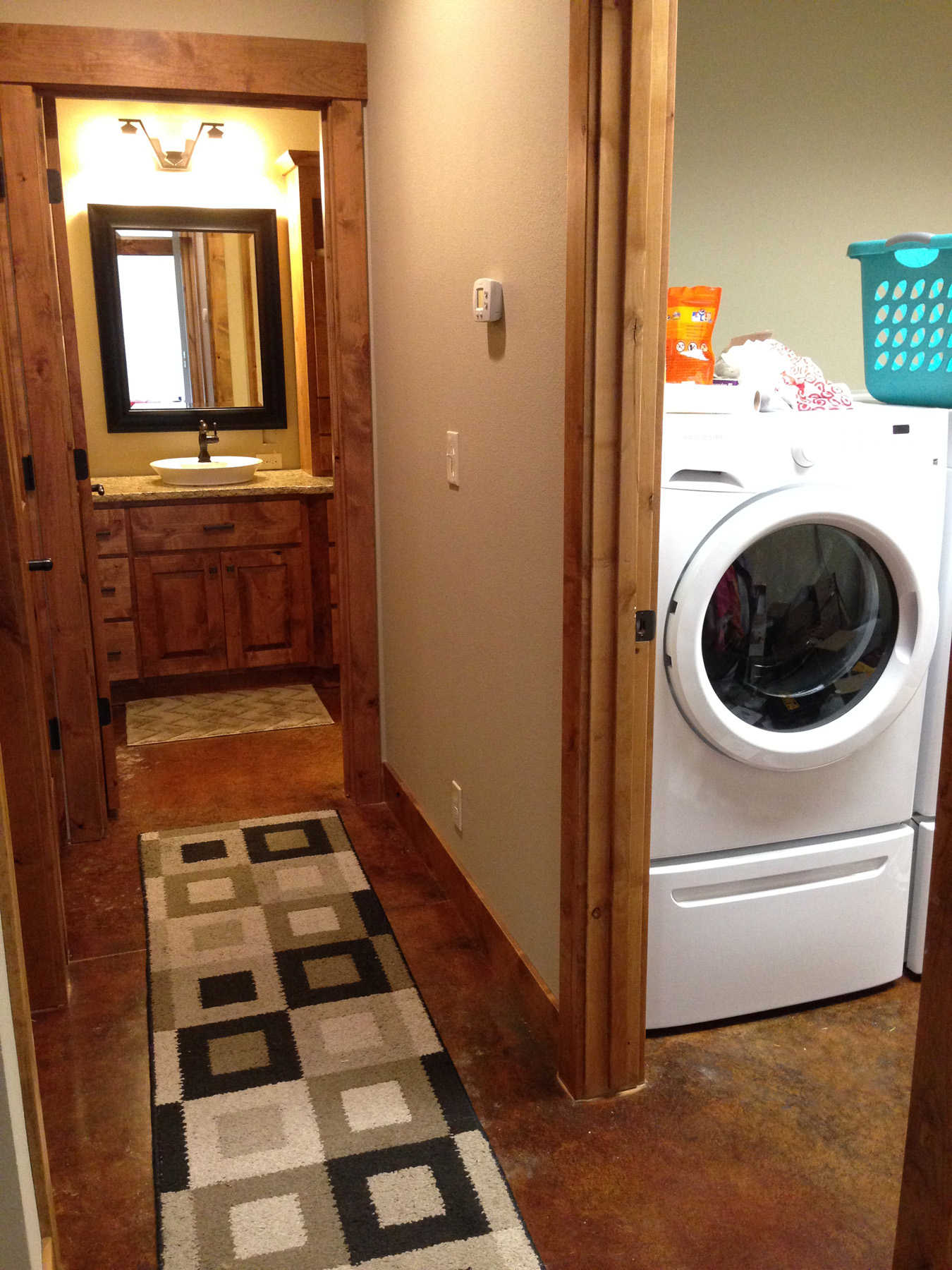 Utility Room - Washer Dryer & Utility Sink
