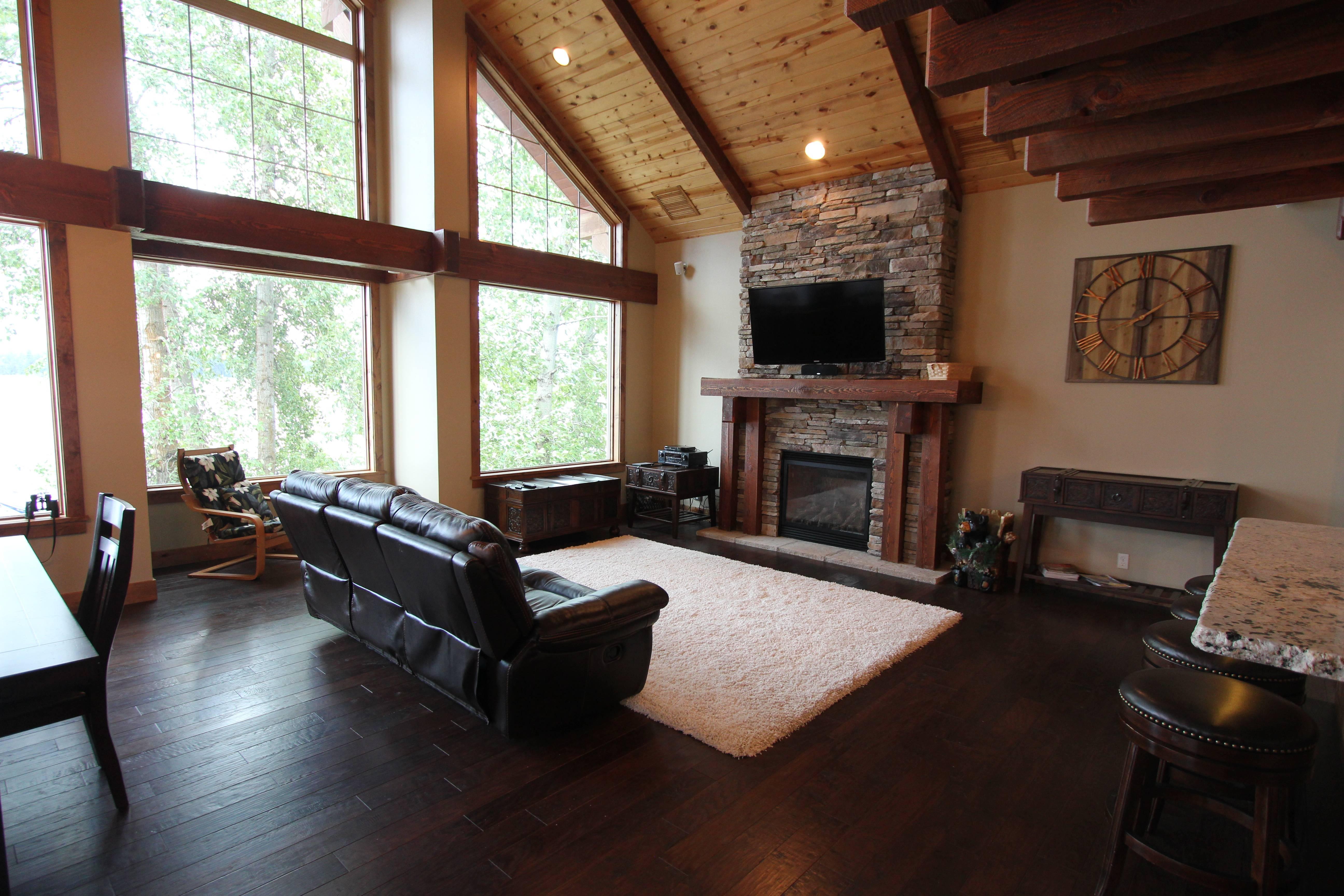 Livingroom - Gas Fireplace - 50